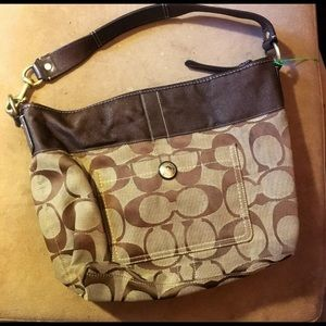 PREOWNED AUTHENTIC COACH SHOULDER BAG